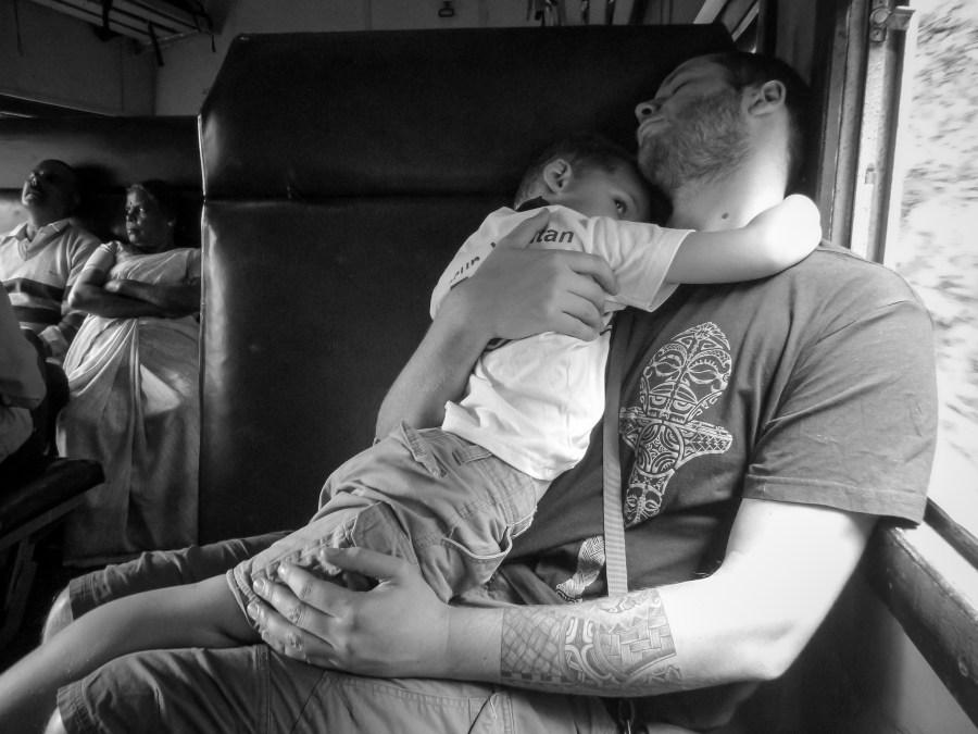 Se reposer dans le train pour Ella