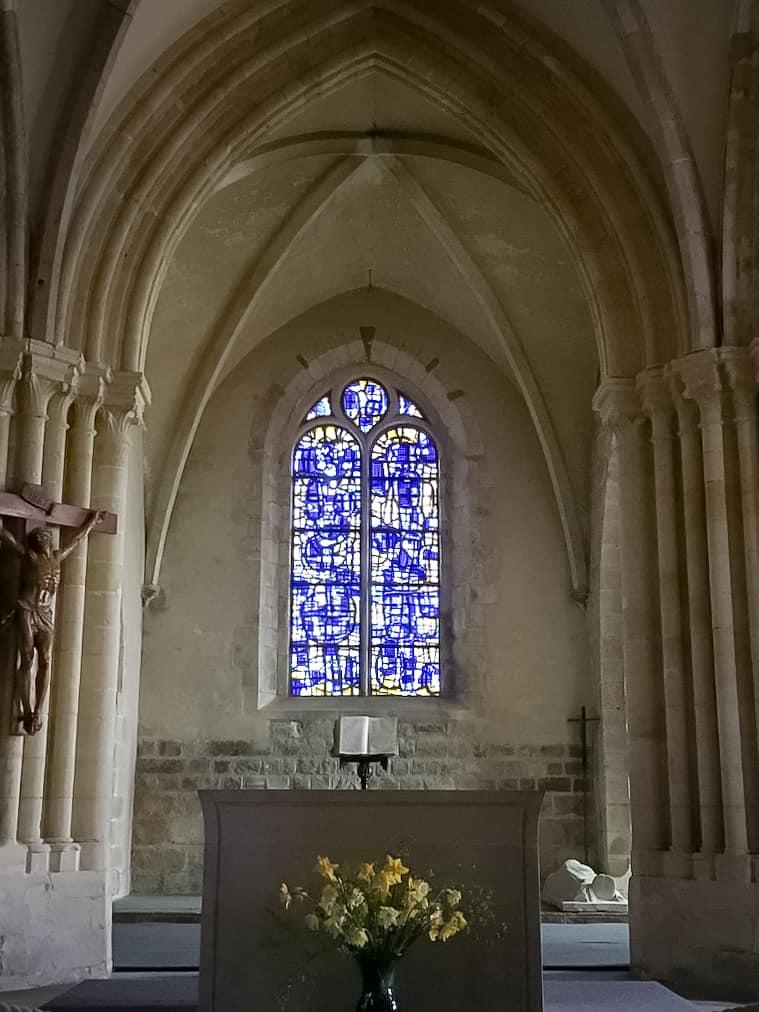 Vitrail à l'église de Varengeville