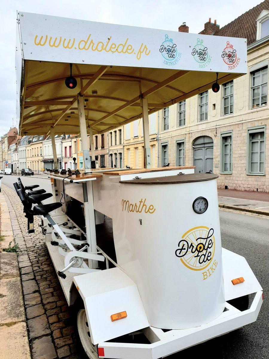 Balade avec le drôle de vélo dans Douai