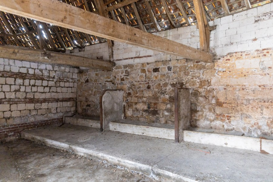 Granges pour animaux au château d'Olhain