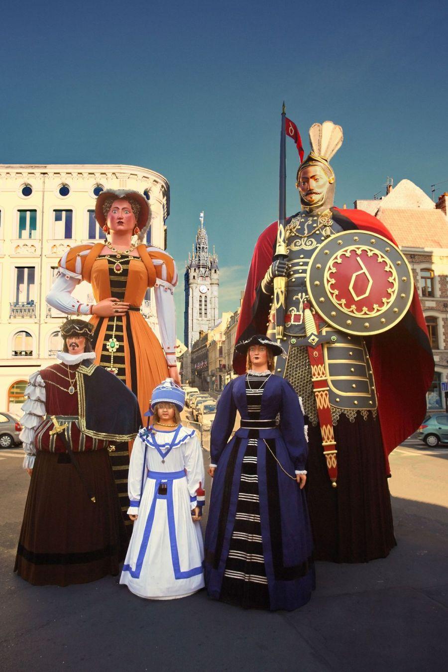 Famille des géants de gayant à Douai