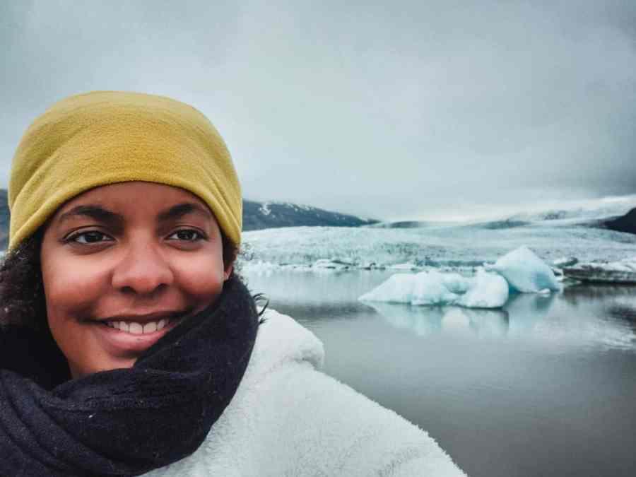 Moi au milieu d'un glacier en Islande