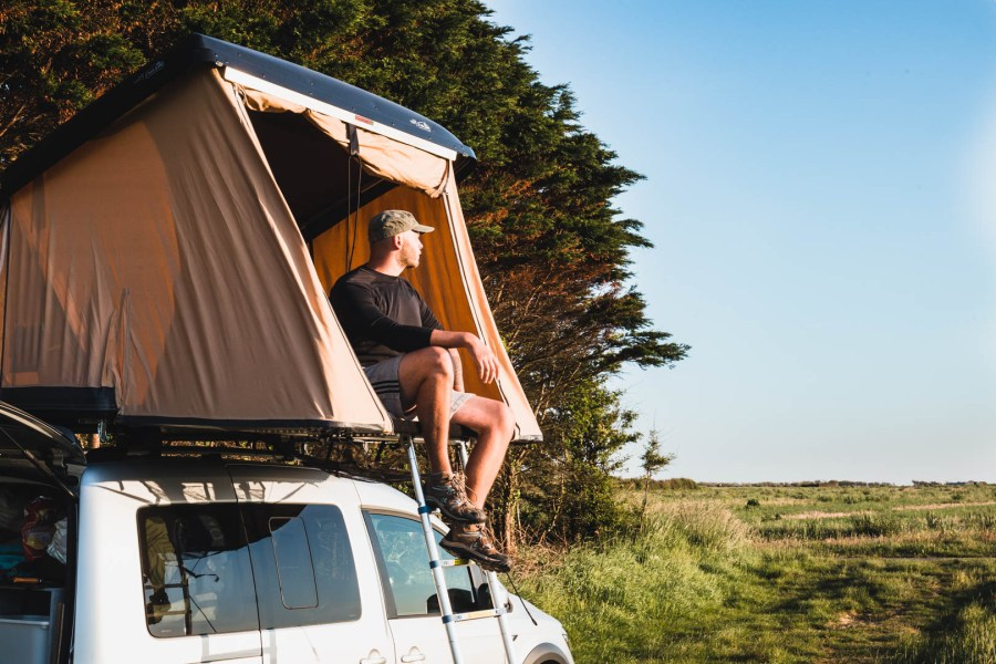 Tente de toit en pleine nature