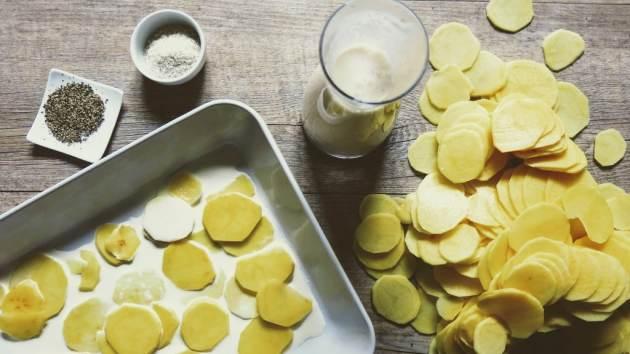 En cuisine pour le gratin dauphinois des Mondaines