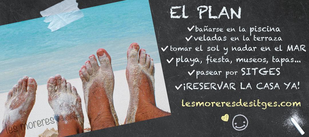 Pies desnudos de una pareja en la arena de la playa. El PLAN de vacaciones en Sitges: arena fina, el mar, piscina, bbq, ocio, relax, gastronomia... Alquiler de vacaciones.