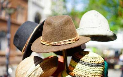 Yannis Ritsos : Les chapeaux