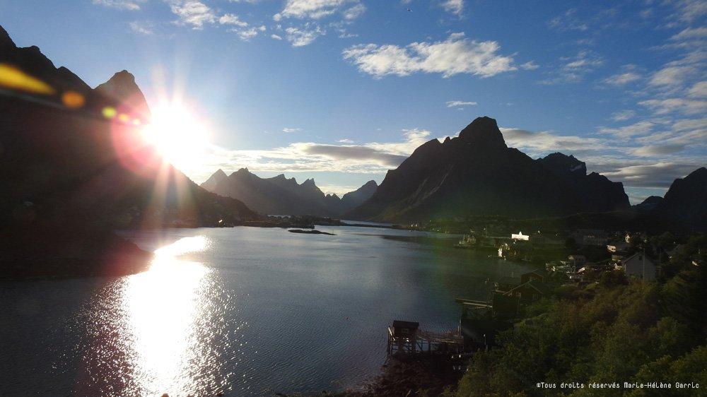 Le soleil de minuit dans les Îles Lofoten