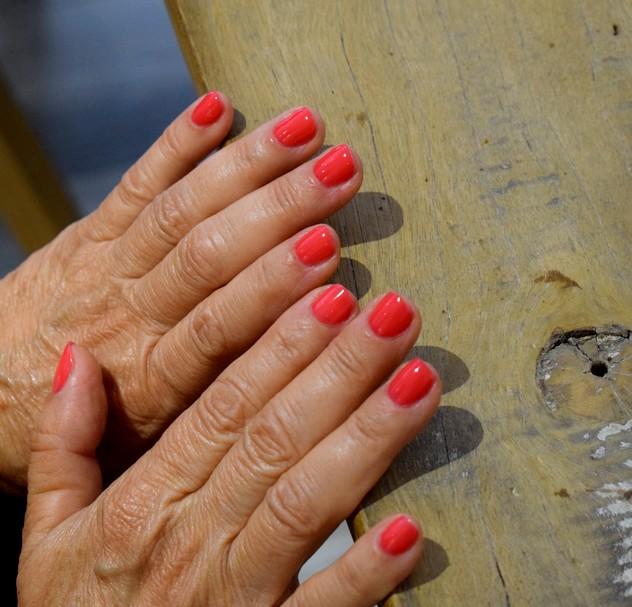 Ongles vernis à l'espace manucure du salon Végétalement Provence