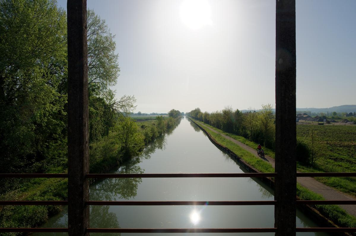 Le matin au bord du canal
