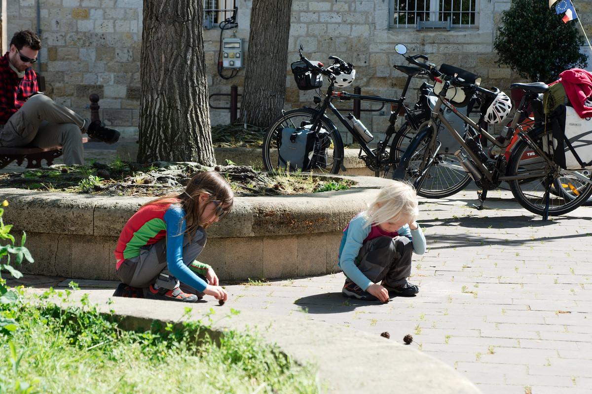 Jeux sur la place de la mairie d'Agen