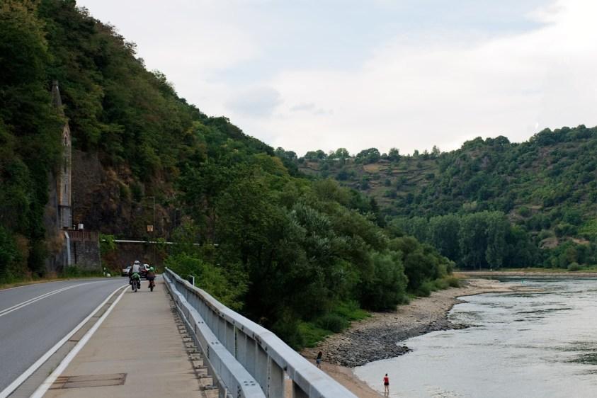 Piste cyclable en bord de Rhin