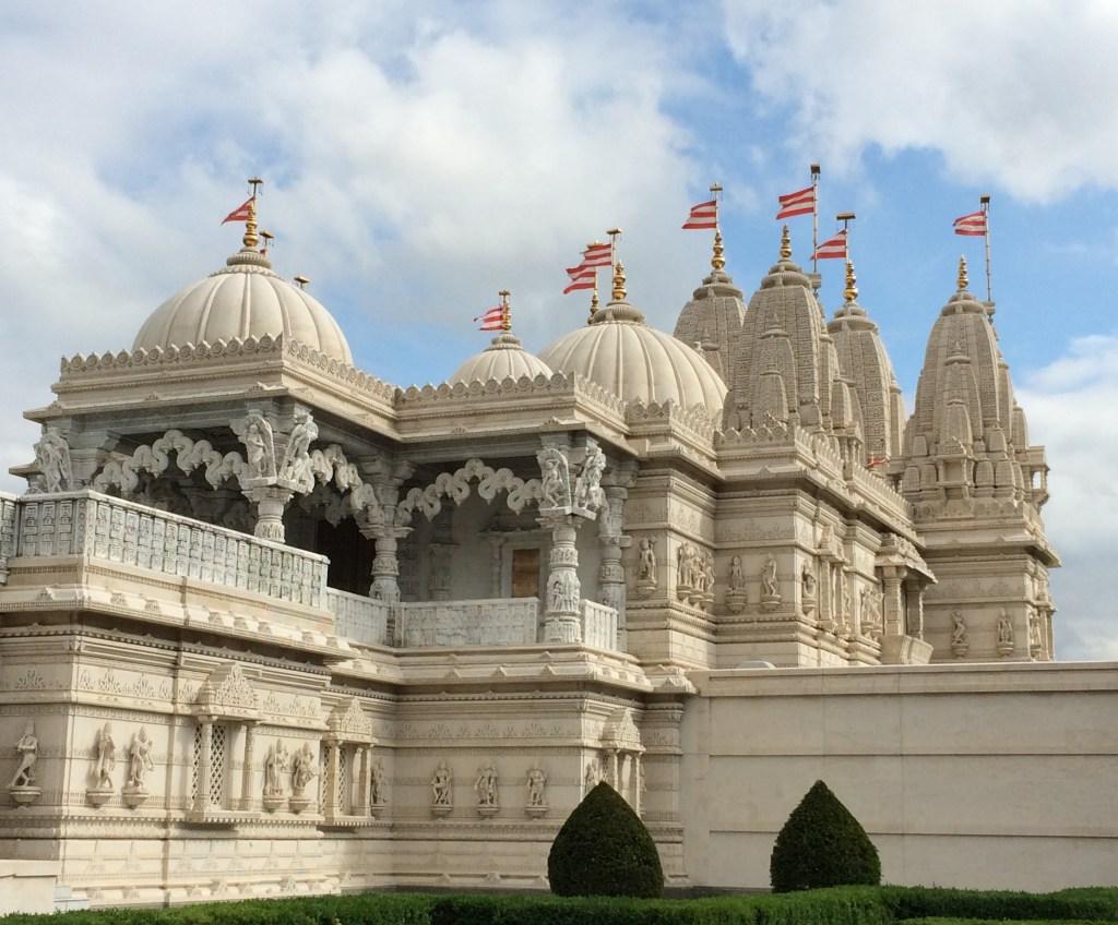 PDT-2019-Londres-Niesden Temple-Facade-Les Papotis de Thalie