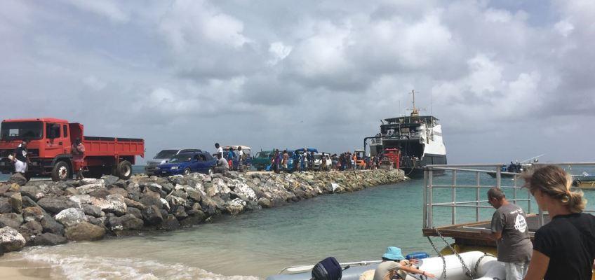 Port arrivée d'un ferry