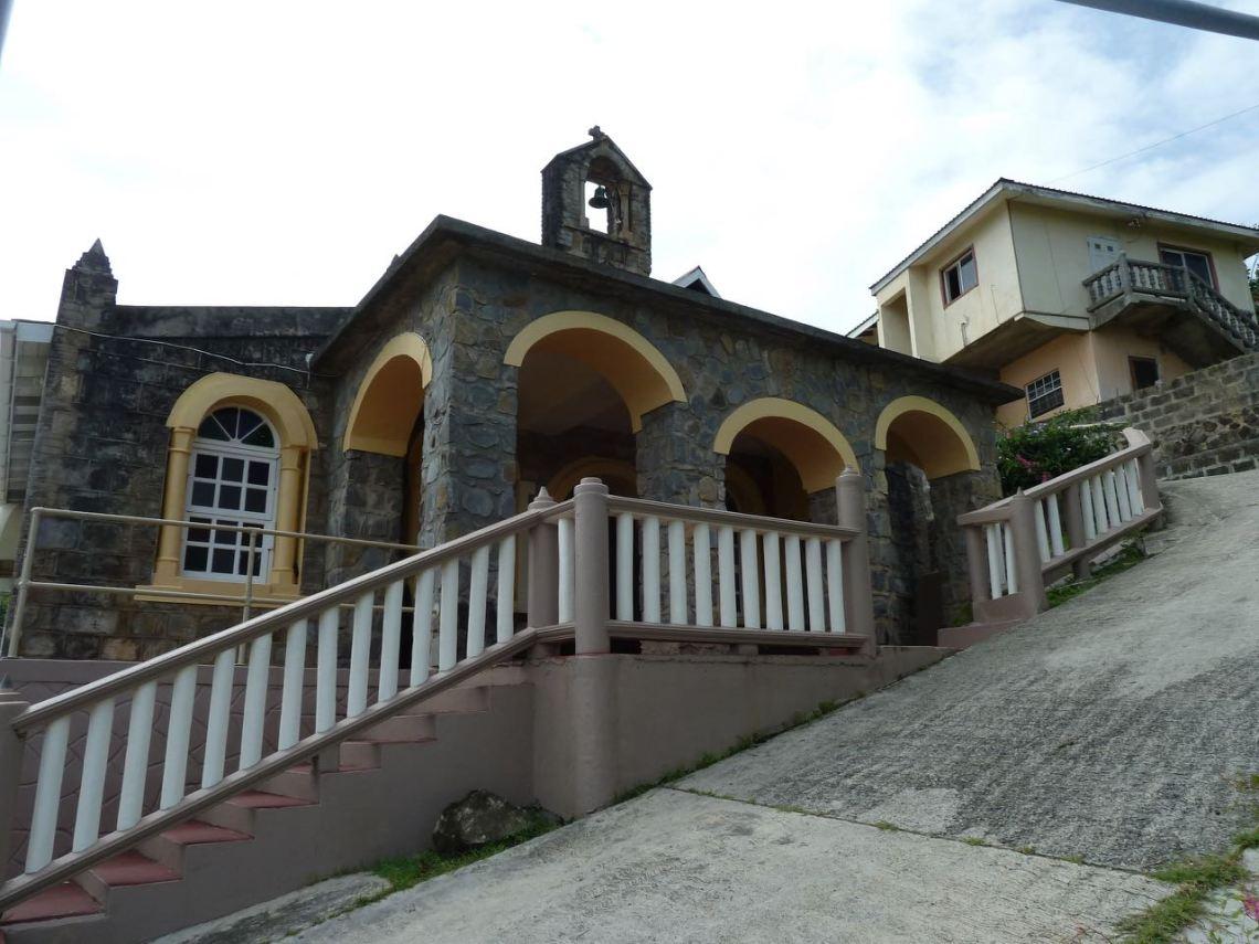 Rue pentue, celle de l'Eglise
