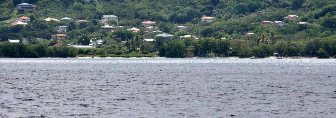 Hillsborough vue de la mer des Caraibes