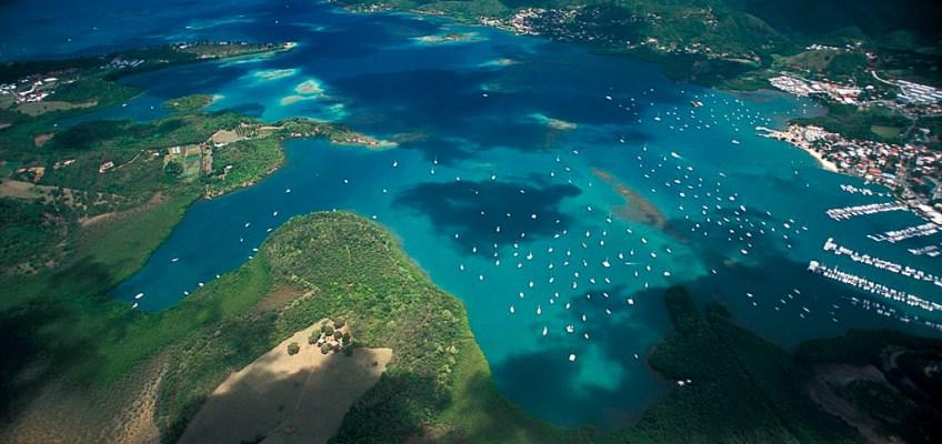 Vue-aerienne-de-la-baie-du-Marin