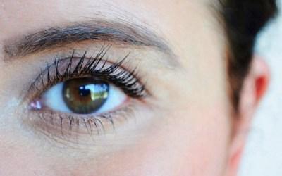 4 règles d'or pour bien appliquer un soin contour des yeux