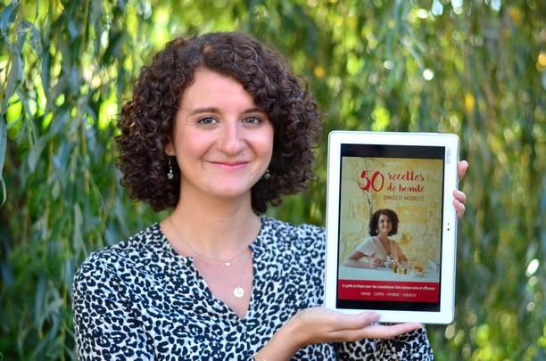 fanny présentant son livre numérique 50 recettes de beauté simples et naturelles