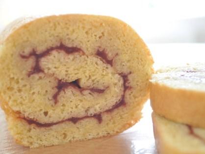 Gâteau roulé à la fraise (sans gluten, sans lait)