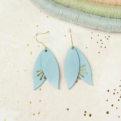 Boucles d'oreilles en cuir bleu ciel