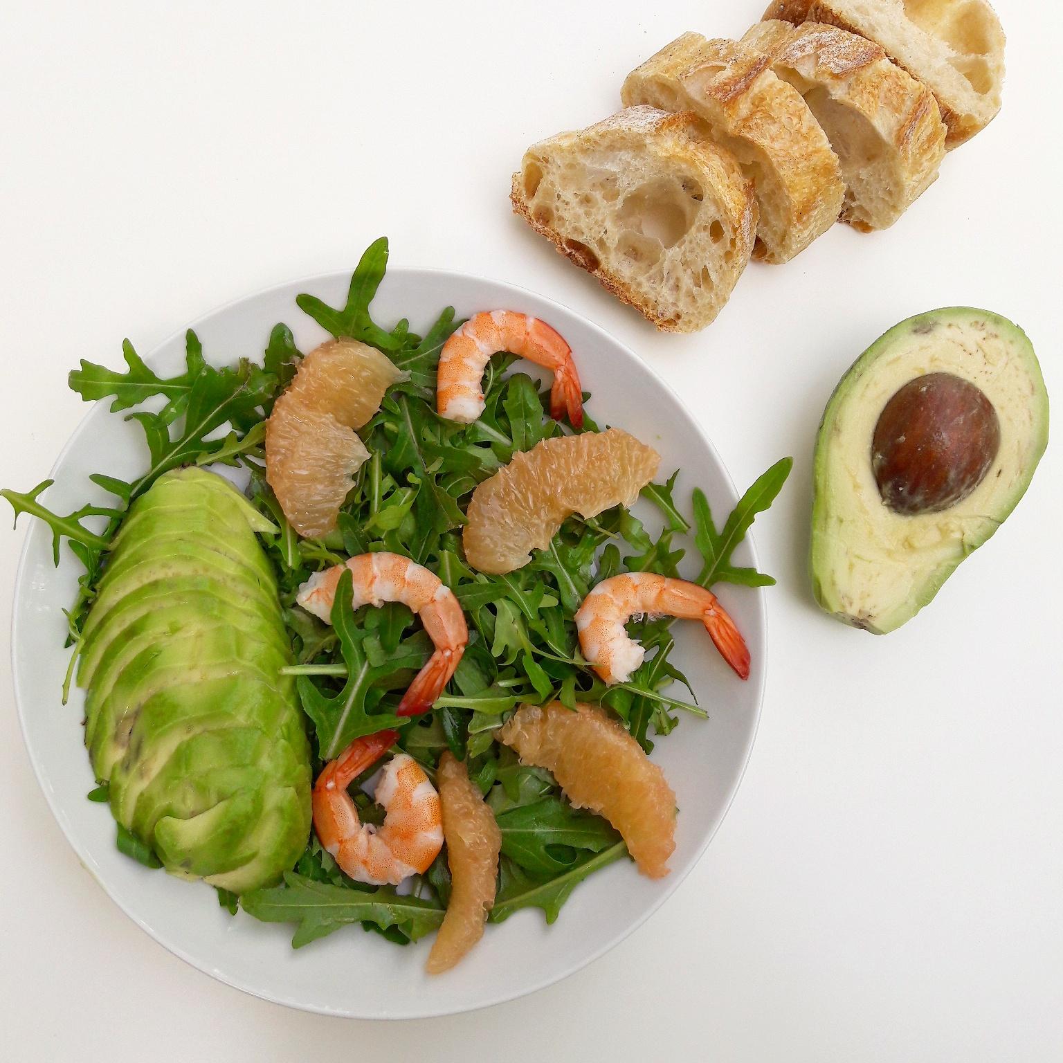 Salade de crevettes au pamplemousse et avocat