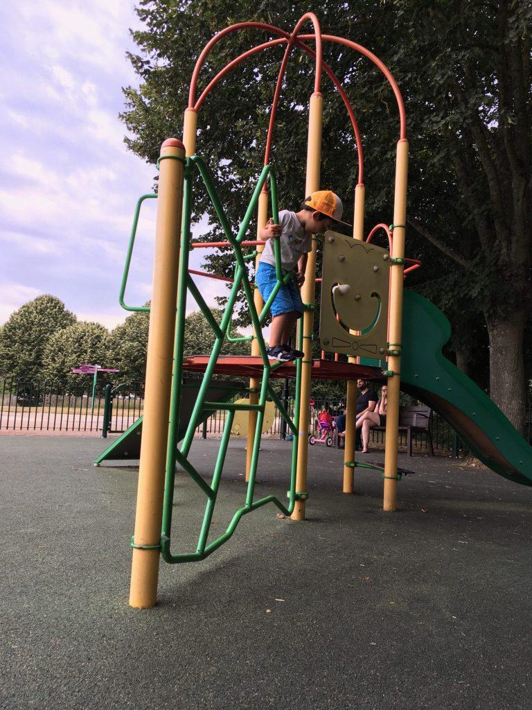 5 choses à éviter de faire au square:parc quand il fait chaud