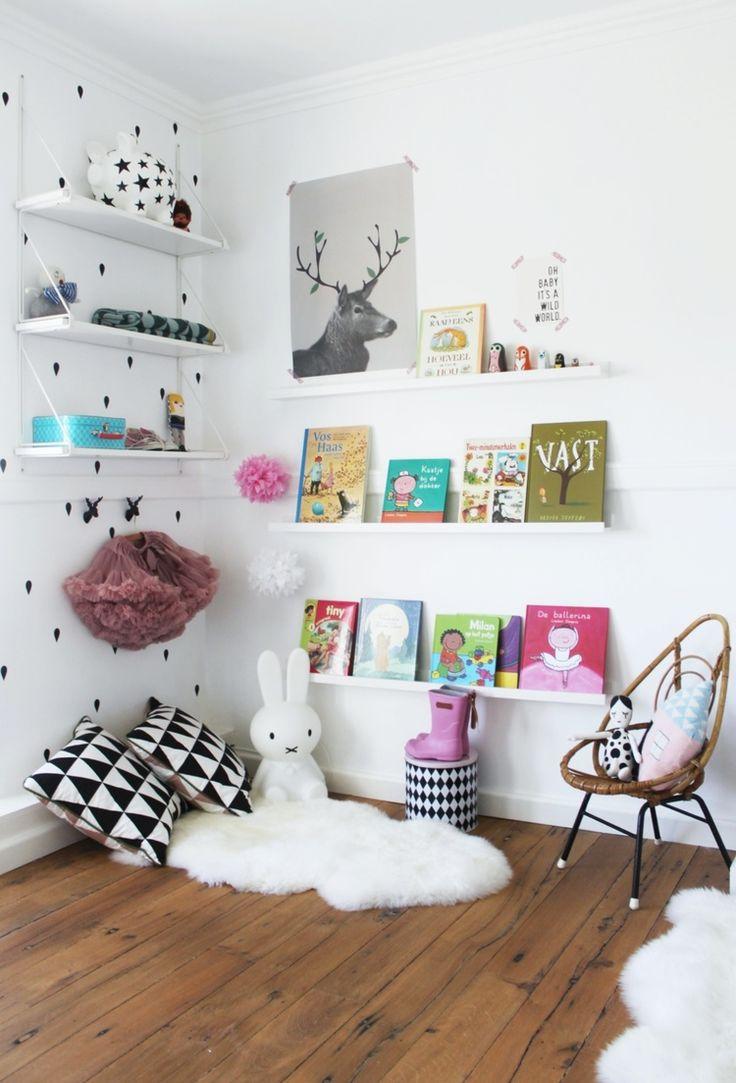 Des Objets IKEA Transforms En Tagres Pour Les Livres
