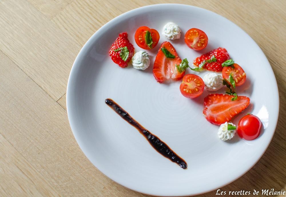 Fraises et tomates cerises accompagnées de chantilly à la feta