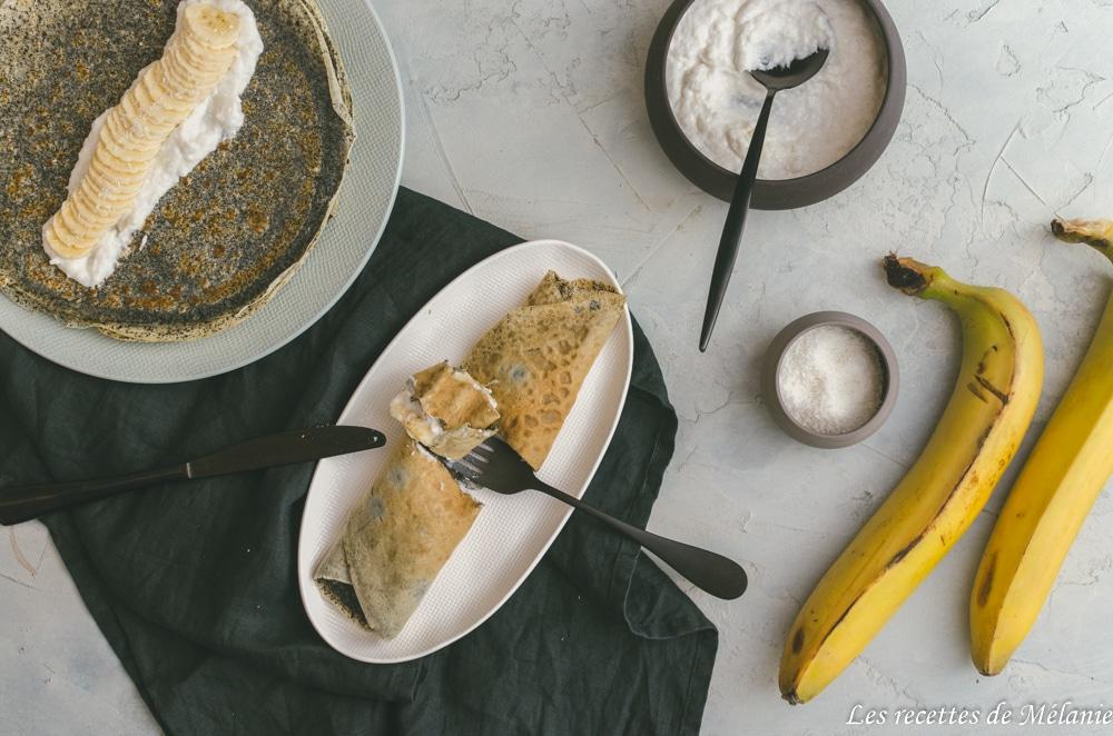 Crêpes au sésame noir et crème de noix de coco