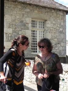 Victoria KLOTZ, artiste et Annie Wolff, présidente de l'association Les Rives de l'Art