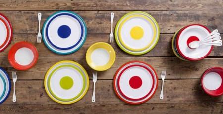 Variopinte©, assiettes en métal-émaillé créées par Stefania di Petrillo ; photo ©Stefania di Petrillo et Godefroy de Virieu