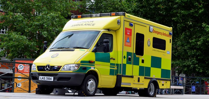 London Ambulance Service Mercedes Benz Sprinter 416 CDI LJ54 KKL (LAS 2004)-7095