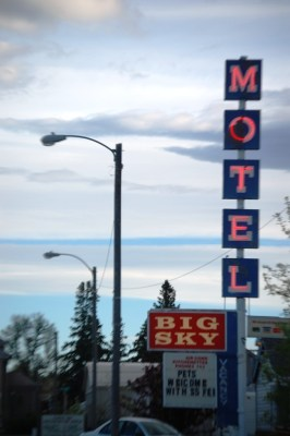 Old Neon - Big Sky Motel in Choteau, Montana