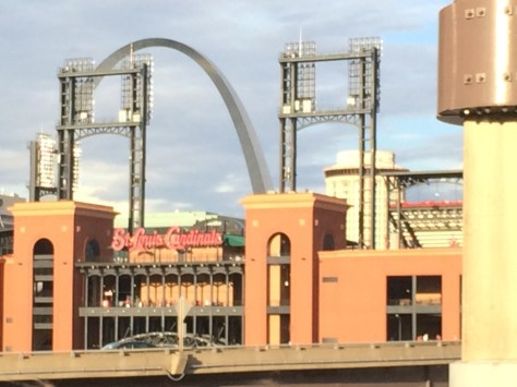 Cardinals Stadium and Gateway Arch in St. Louis.