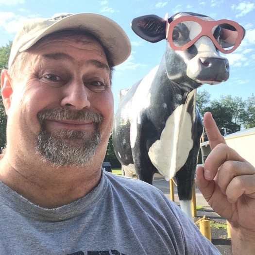 Sumoflam with the cow that wears pink glasses