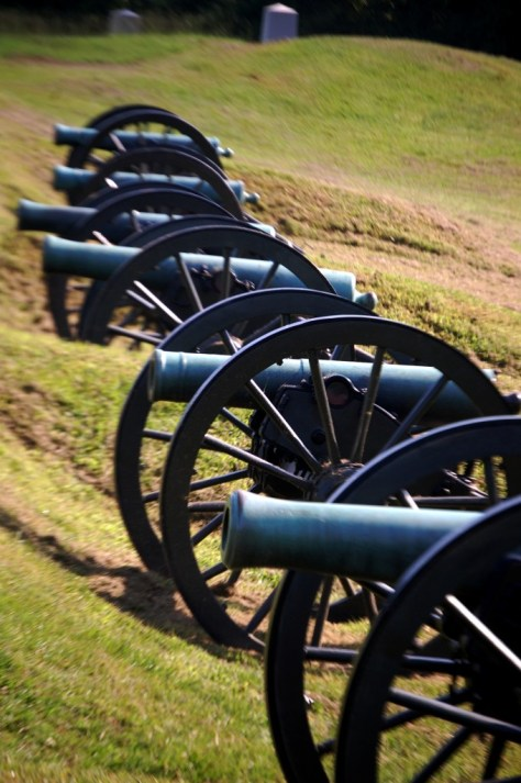 A line of cannons at Vicksburg