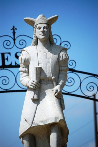 Statue of Columbus in Little Italy
