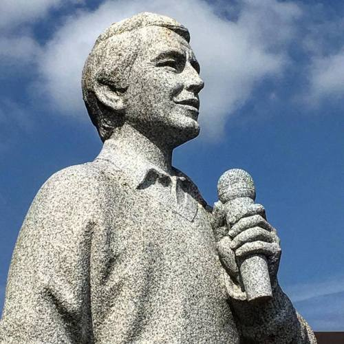 Another shot of the Perry Como statue in Canonsburg