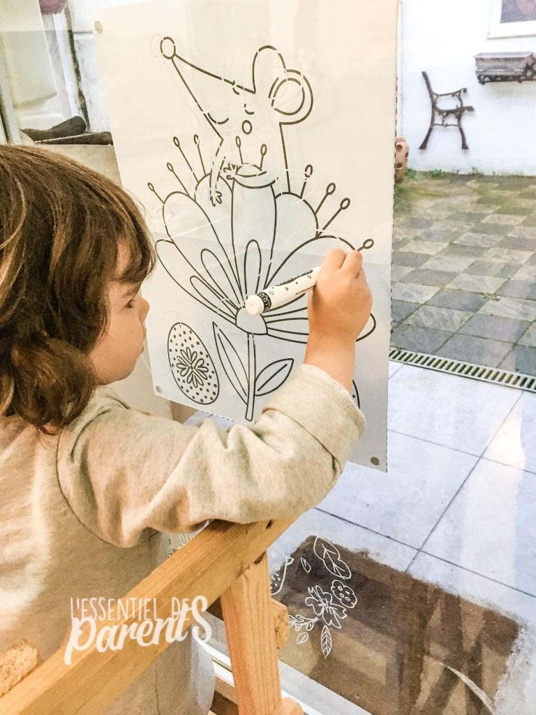 Dessiner sur les vitres avec un crayon craie, activités enfant week-end de Pâques, confinement 3 avril 2021