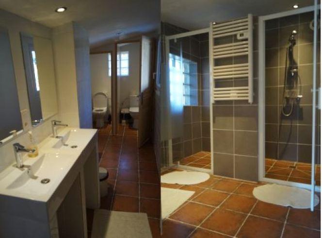 deux photos de la salle d'eau principale du grand gîte