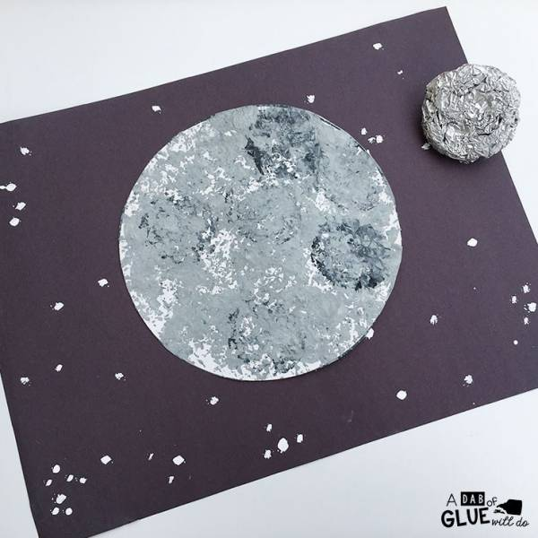 make a foil print moon craft