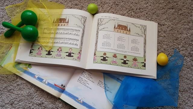 Eveiller mon enfant par les chansons avant de commencer le piano.