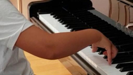 Le geste pianistique s'enseigne dès le début. Méthode GORIN, Les contes d'un voyage musical