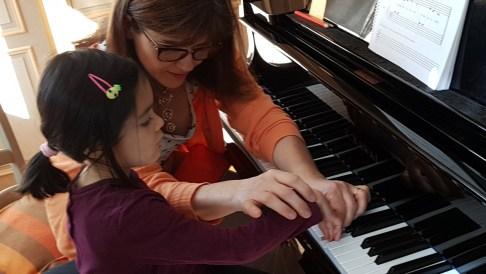 professeur et élève au piano