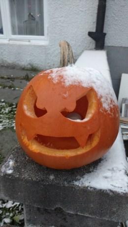 Gastly jack-o-lantern gets cold.