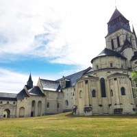 Planning a destination wedding in France: Pros & Cons