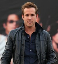 ryan reynolds proposition pressing robe mariage