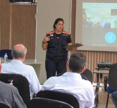 Nilma Castro durante reunião