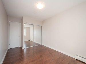 elmwood apartments bedroom closet