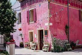 Assignan : le Village Castigno, paradis des épicuriens